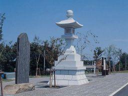 『茨城百景記念公園と常夜灯の画像です。』の画像