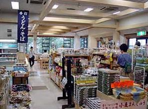 『店内の特産品販売売り場の画像です。』の画像