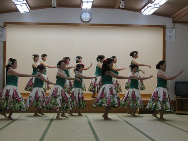 『町民祭文化展オープニングセレモニー(フラダンスA部)』の画像